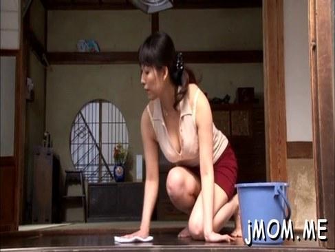 昭和の五十路おばさんが豊満な体を持て余し近親相姦してしまう日活 無料yu-tyubu田舎