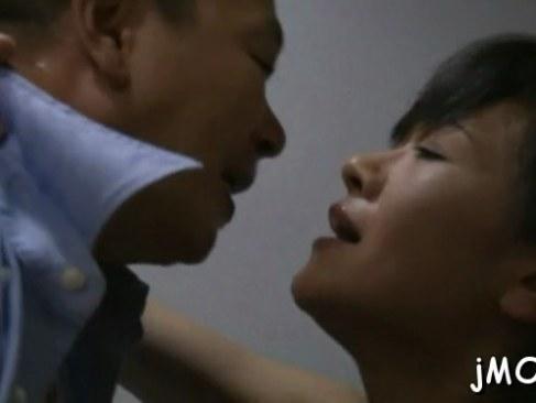 公衆便所で浮気相手と激しく性交する変態な五十路熟女妻の日活 無料yu-tyubu田舎