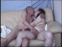 むっちり豊満熟女の妻とのセックスを個人撮影した熟年夫婦のビデオ