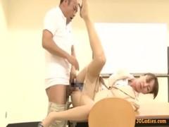 美熟女教師が用務員とガチセックスしてる熟年夫婦生活動画