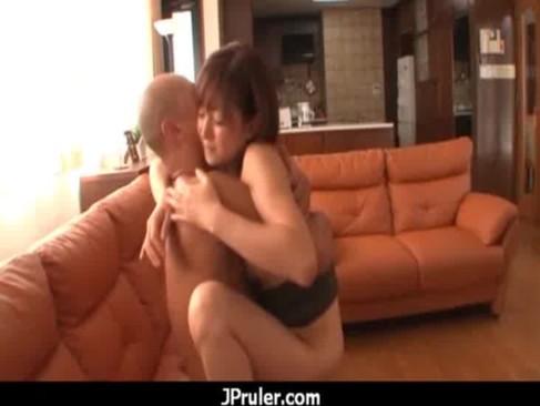 四十路熟年女ひとずまが昼間から夫婦の秘めごとをしてるjyukujo無料!イチャつきながらセックスしてる中高年の夫婦生活動画
