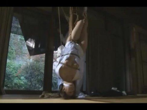 葬式を終えたばかりの喪服未亡人が義父に緊縛調教される!身動きできずに快感にイキまくるjyukujo動画画像無料