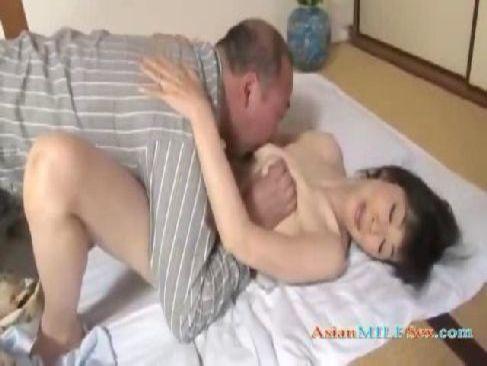 60歳の高齢者の夫婦が夜の生活の回数が衰えずほぼ毎日性行為でおめこを突いてる60代動画画像無料