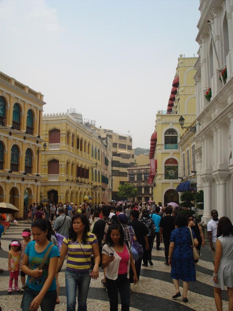 Jyunbugspeaks in Macau: Can I get some Portugese tarts, a crispy pork sandwich and a Sky Jump to go please! (3/6)