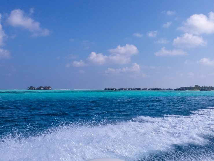 K in Motion Travel Blog. Travelling the Maldives on a Budget. Blue Water and Islands On the Way to Himmafushi