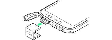 カード挿入口キャップは、抜挿ツールではさみ込まないようにしてください。