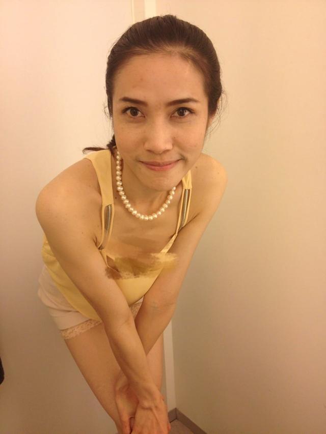 宮斗升級?泰國王妃詩妮娜私照外泄 不雅姿勢引熱議_新浪圖片