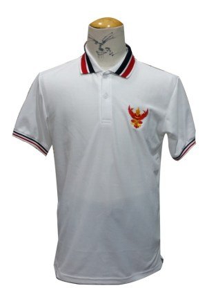 เสื้อโปโลสีขาวปกขาวขลิบแดง ด้านหน้า
