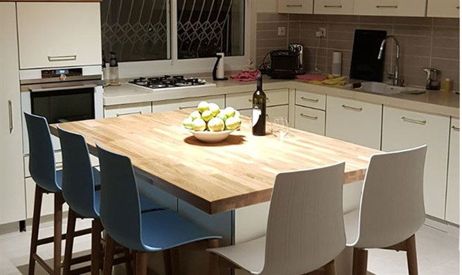 chairs for kitchen booths home furnish your with bar stools and israel national news