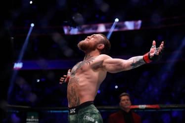 McGregor rakibi Donald Cerrone'u 40 saniyede devirdi! 3