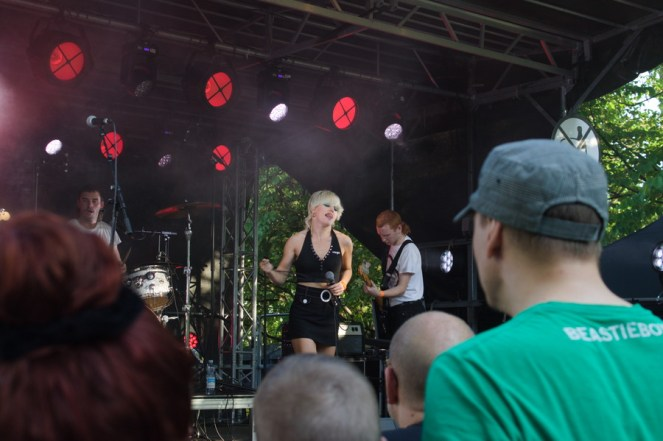 Amyl and the Sniffers 1
