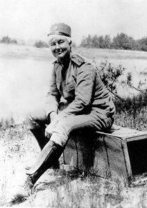 Flora Sandes fotograferet ved fronten i april 1916.