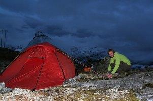 Helge Kaasin ved teltet