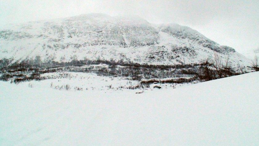 Hytter ved den østlige inngangen til Pieskehaure.