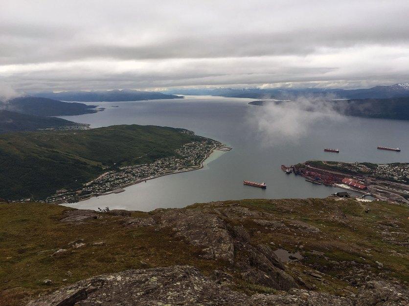 Ankenes til venstre og Ofotfjorden.