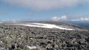 I det fjerne ser vi Folarskardnuten (1933 moh.).