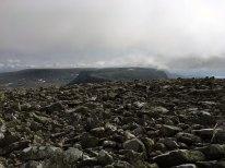 Storeskuta i horisonten. Og stein.