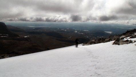 På snøfeltet ned i Folarskardet.