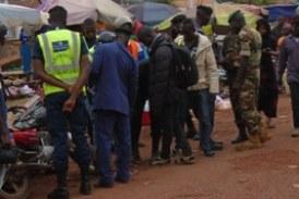 Boké: les conducteurs des motos-taxis soufflent le froid et le chaud
