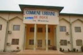 Boké: l'ex président de la DS de la Commune urbaine rend les symboles de l'Etat à la préfecture