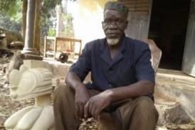Boké: un vieux sculpteur à cœur joyeux