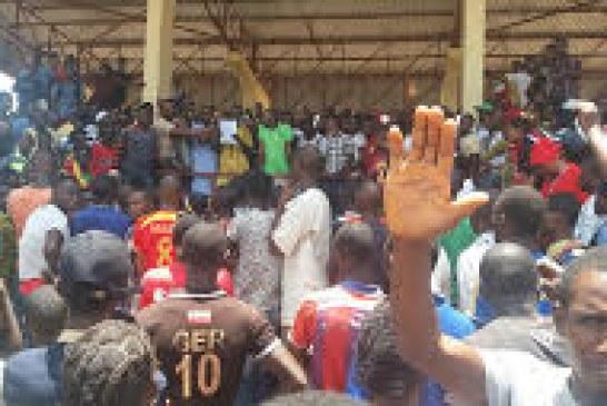 Sports-Boké: La coupe du tournoi minier portant le nom du Gouverneur de Région, remportée par l'équipe des entrepreneurs