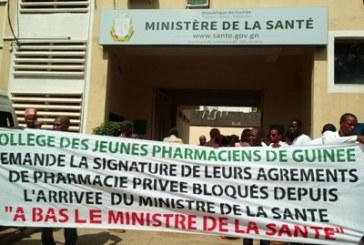 Des jeunes pharmaciens dans la rue: ''Nous réclamons nos agréments…''