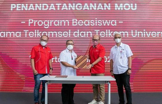 Foto kolaborasi telkomsel dan telkom, Program Beasiswa Telkom, Talenta Digital Indonesia, telkom university, Telkomsel, Telkomsel dan Telkom University