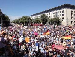 Tolak Lockdown,Puluhan Ribu Warga Jerman Gelar Aksi Unjuk Rasa