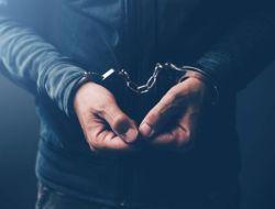 Polisi Ditangkap Saat Pesta Narkoba di Mojokerto