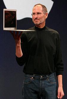 Steve Jobs Dengan Macbook Air –Nya