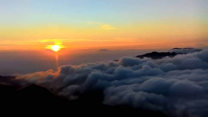 golden sunrise, puncak sikunir, dieng