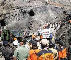 Evakuasi korban tambang di Sawahlunto tahun 2009. FOTO/KALTIMPOST