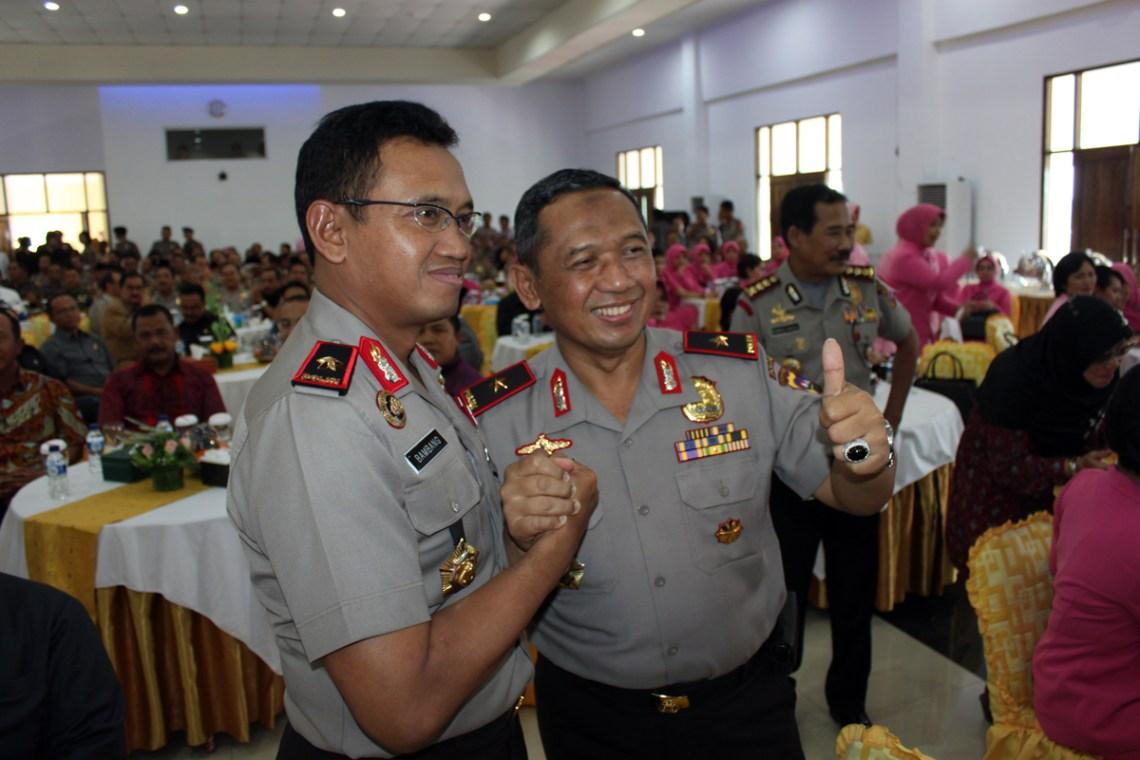 Kapolda Sumbar, Brigjen Pol Bambang Sri Herwanto (kiri) dan Kapolda Jawa Tengah  Brigjen Pol Nur Ali (kanan). FOTO/PUTRA