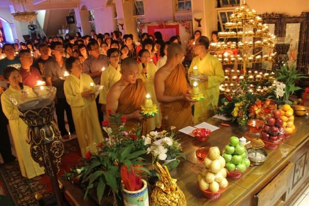 Perayaan Waisak dengan Pelita Sinar Berkah Tri Suci di Wihara Buddha Warman, Kota Padang. FOTO/YATHADA