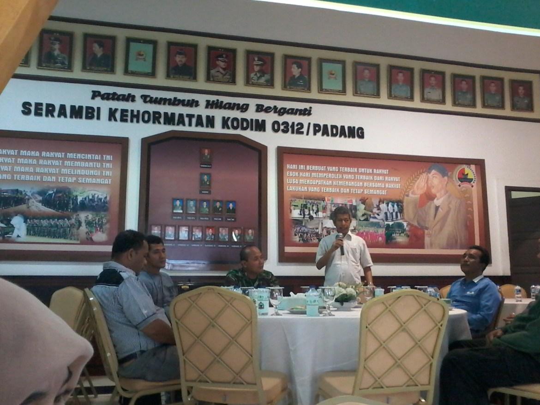 Sambutan dari Perwakilan Wartawan, Gusfen Khairul saat menghadiri silaturahmi bersama Kodim 0312 Padang. Foto : Ikhwan