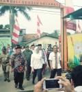 Walikota Airin Rachmi Diany saat mengunjungi gang cantik berseri di Kelurahan Bambu Apus Pamulang, Jum'at 14 Juli 2017