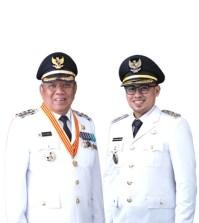 Foto Resmi Walikota Tangerang Selatan (Tangsel) Benyamin Davnie dan Wakil Walikota Tangsel Pilar Saga Ichsan