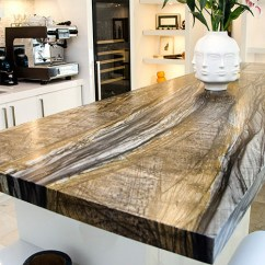 Kitchen Cabinet Hardware Pulls Crock Miralis White Lacquer Slab Door With Sandalos Quartzite ...