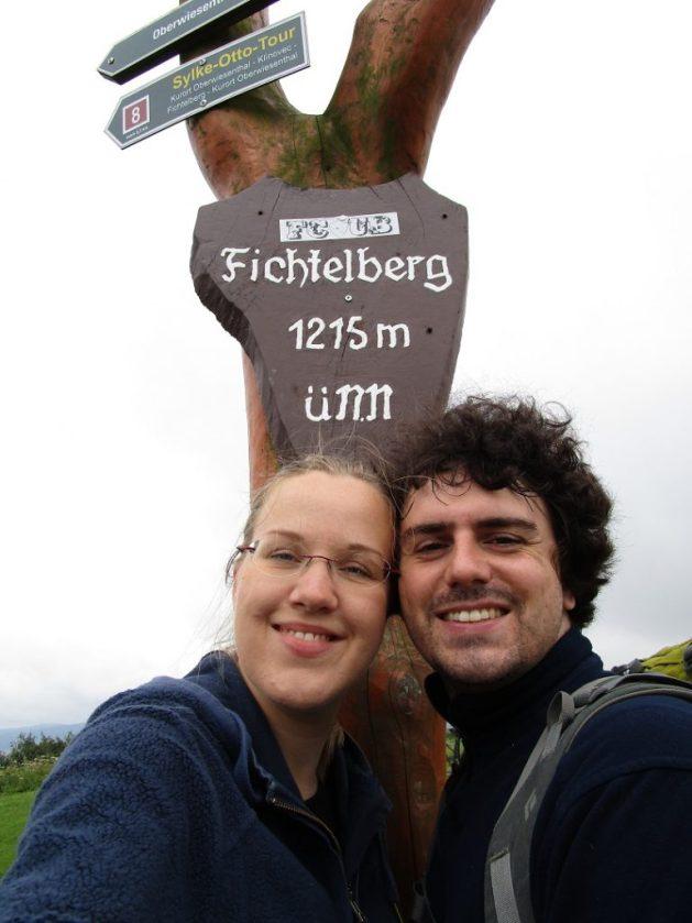 Der Fichtelberg in Sachsen (an der Grenze zu Tschechien) ist mit 1215m der höchste Berg.