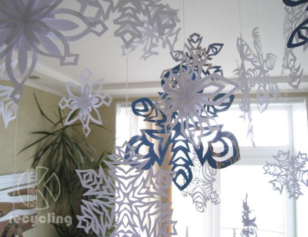 декор из бумажных снежинок