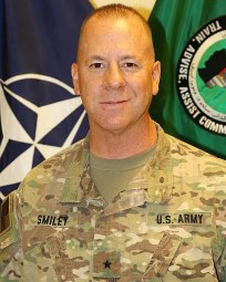 د افغانستان په سوېل کې د 'روزنې، سلاکارۍ او کومک قومندانۍ' مشر امریکایی جنرال، جیفري سمیلي،