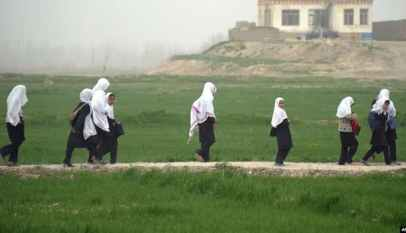 Afghan girls on way to school