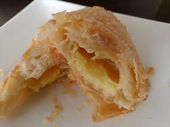 セイコーマートのイアリア産レモンのクリームパイ(断面)
