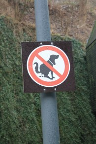 This sign very clearly conveys its meaning