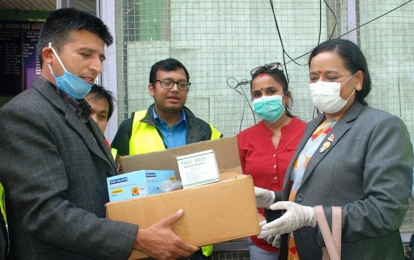 वडाध्यक्षद्धारा पत्रकार महासंघ काठमाण्डौ शाखालाई खाद्य सामाग्री हस्तान्तरण