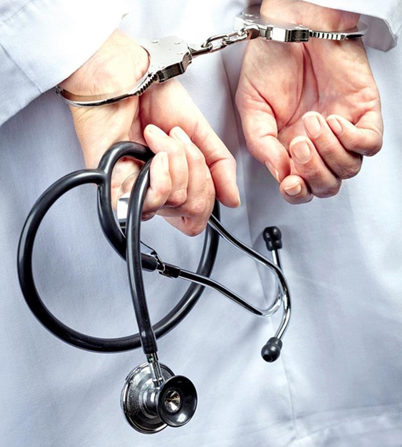 चितवन कलेजका चार जना चिकित्सक पक्राउ