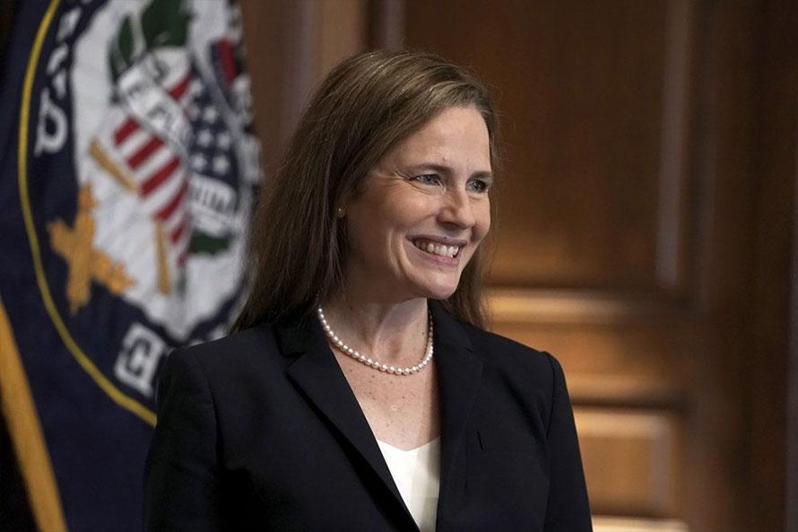अमेरिकी सर्वोच्च अदालतको न्यायाधीशमा एमी कोने ब्यारेटले लिनन शपथ