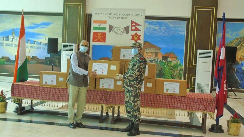 नेपाली सेनालाई भारतीय सेनाद्वारा स्वास्थ्य सामाग्री हस्तान्तरण