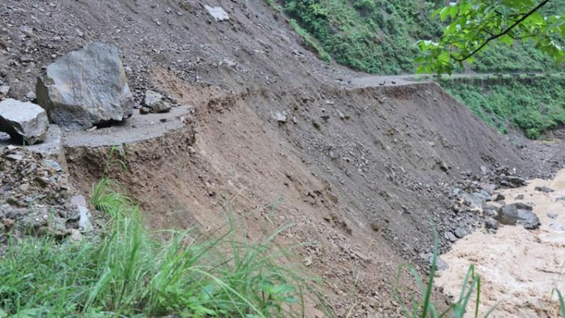 अविरल वर्षाका कारण लुम्बिनी प्रदेशका दर्जन बढी सडकहरु अवरुद्ध